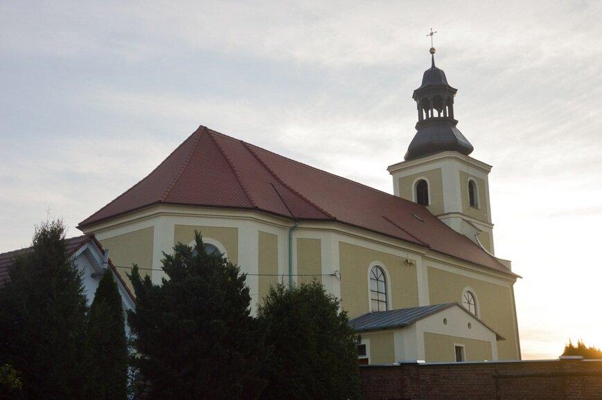 Kolejne wyzwanie  – malowanie wnętrza kościoła.